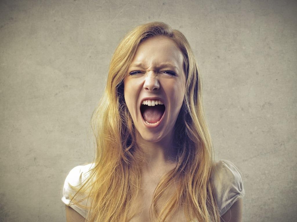 Узкие кричащие девки
