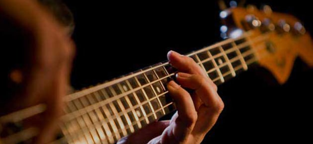 Download Backing Tracks for Guitar on Karaoke Version to practice the Guitar and play-along many songs.