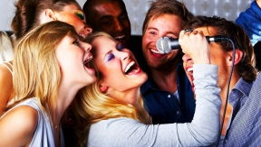 How to organize a karaoke party