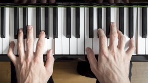 Music homework: desynchonizing the limbs