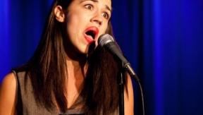 Ik zing vals. Nou en?