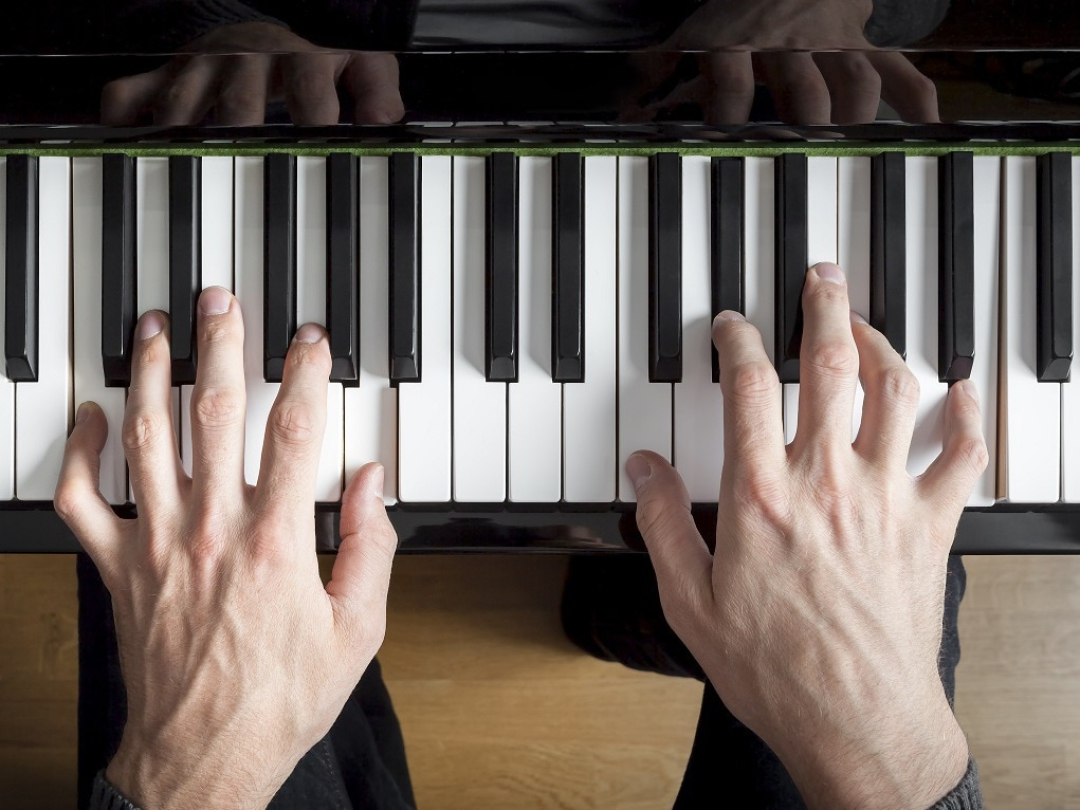 Music homework: desynchonizing the limbs