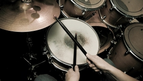 8 backing tracks that are perfect for beginning drummers