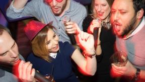 Juegos televisivos para tu próxima fiesta de karaoke